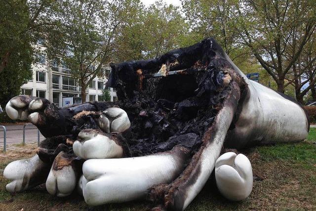 75.000-Euro-Skulptur in Freiburg abgebrannt: Wie reagiert der Künstler?