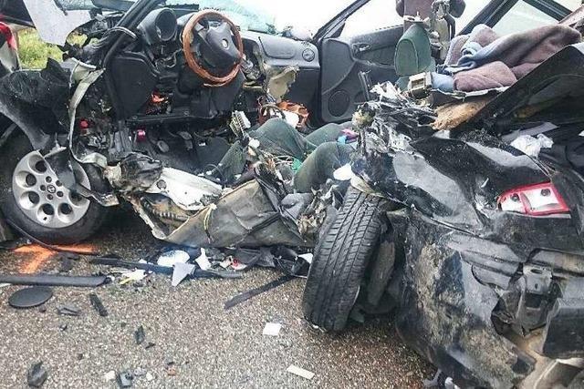 Tödlicher Unfall auf A5: Fahrer war zu schnell – Junge in Lebensgefahr