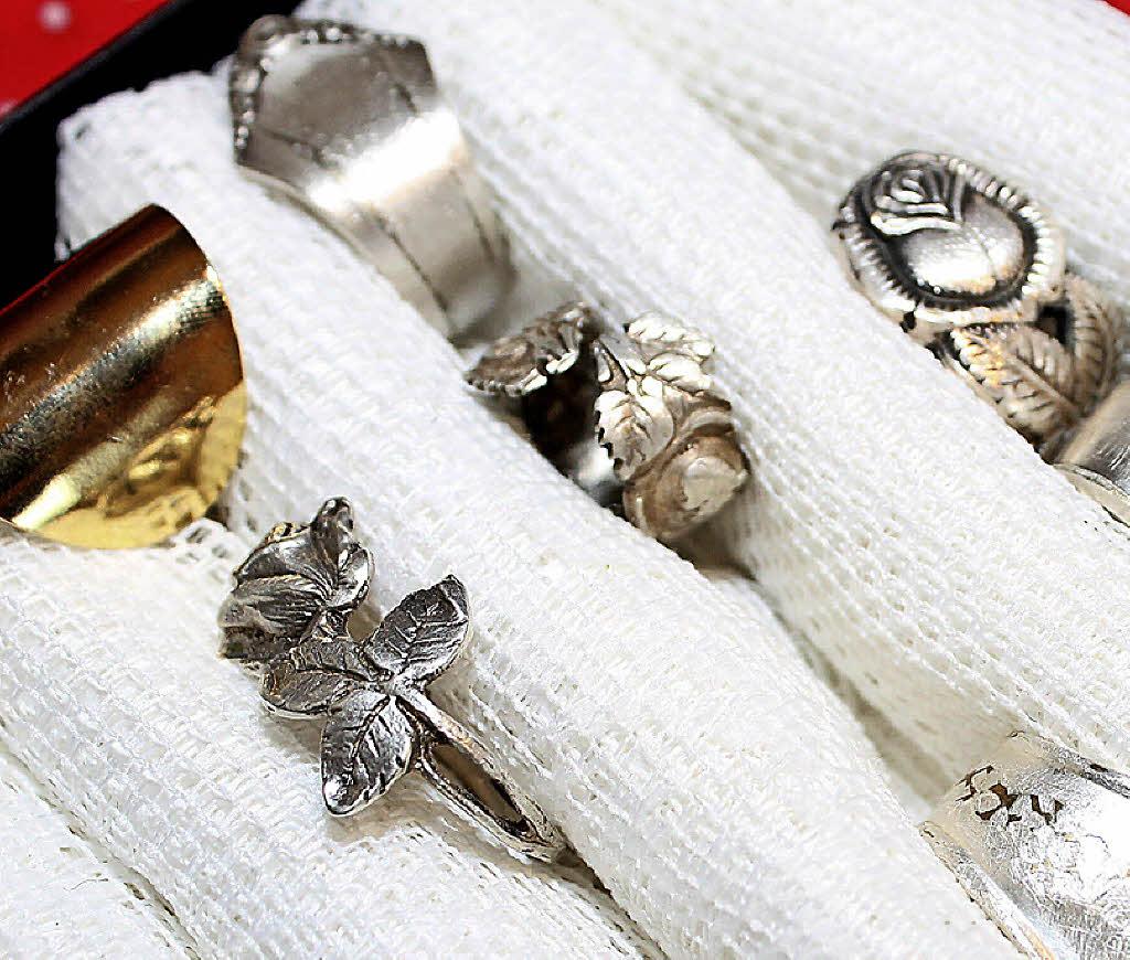 h usern schmuck aus silberbesteck ein ring aus messer oder gabel badische. Black Bedroom Furniture Sets. Home Design Ideas