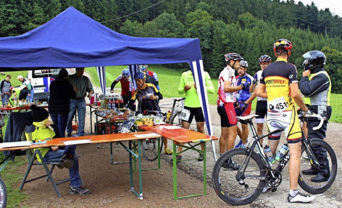 Bestens versorgt – hier die Verp...mer beim Radwandertag der TG Altdorf.   | Foto: Ulrich Rosplesszcz