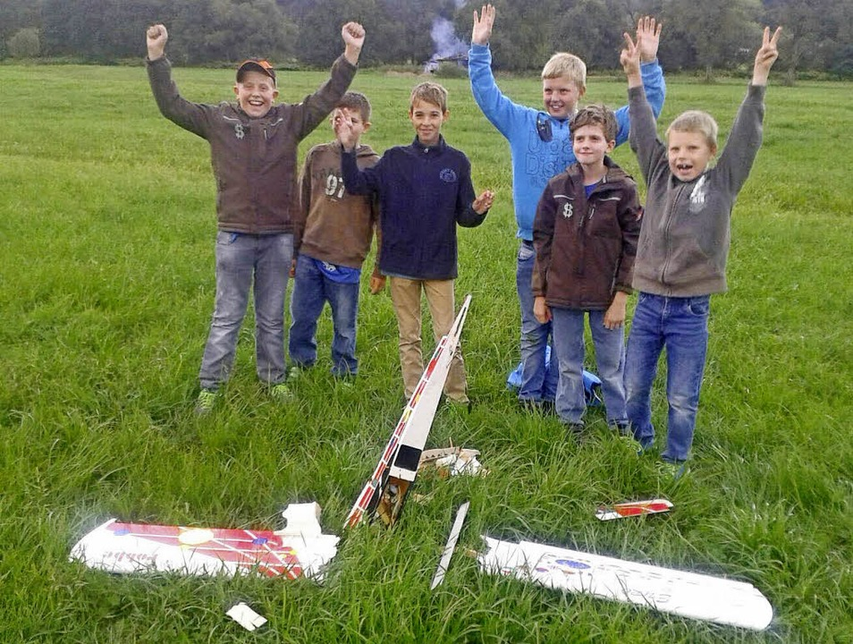 Aus Fehlern lernen: Trotz eines Abstur...nder bei der Modellfluggruppe Wieslet.  | Foto: gabriele poppen