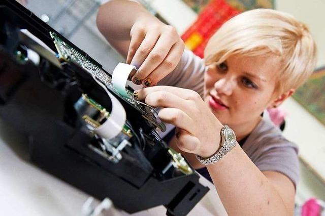 Reparieren statt Wegwerfen – Repair-Cafés helfen dabei
