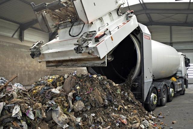 Millimeterarbeit mit dem Müllwagen