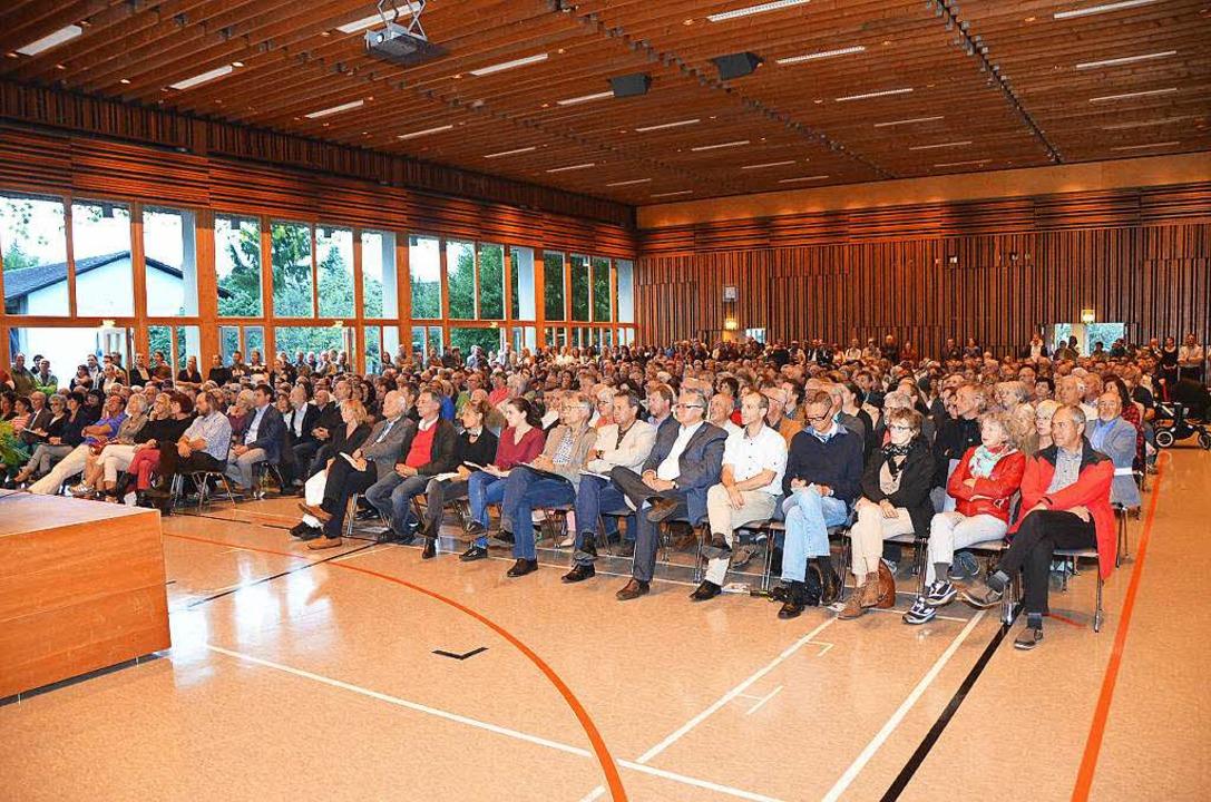 650 Zuhörer informierten sich  in der ...ingen über die Flüchtlingsunterkunft.   | Foto: Max Schuler