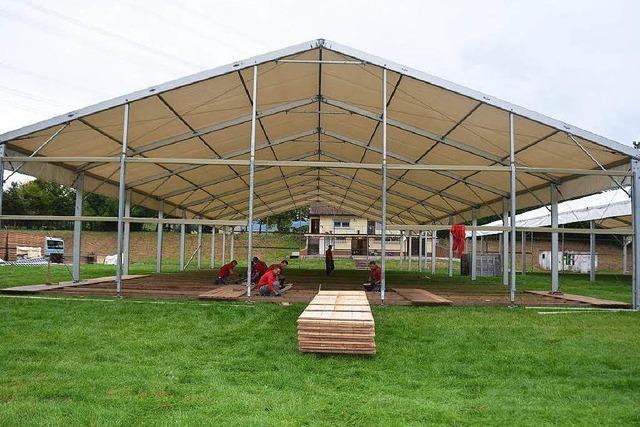 In Norsingen werden zwei große Zelte für 150 Flüchtlinge aufgestellt