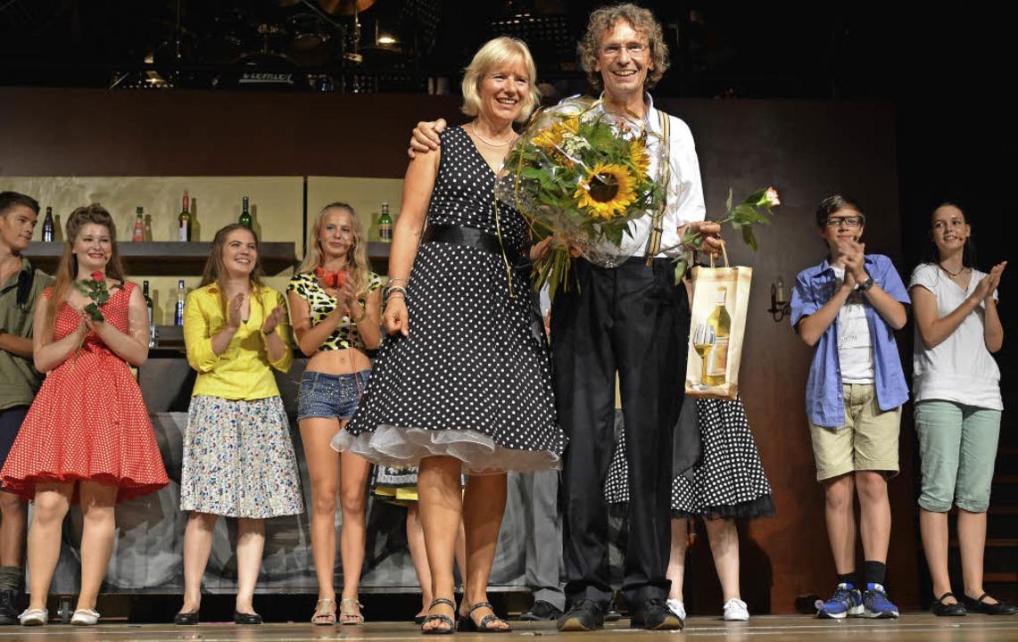 Thomas und Ulrike Vogt nehmen bei der ...Juli glücklich ihren Applaus entgegen.  | Foto: Martin Eckert