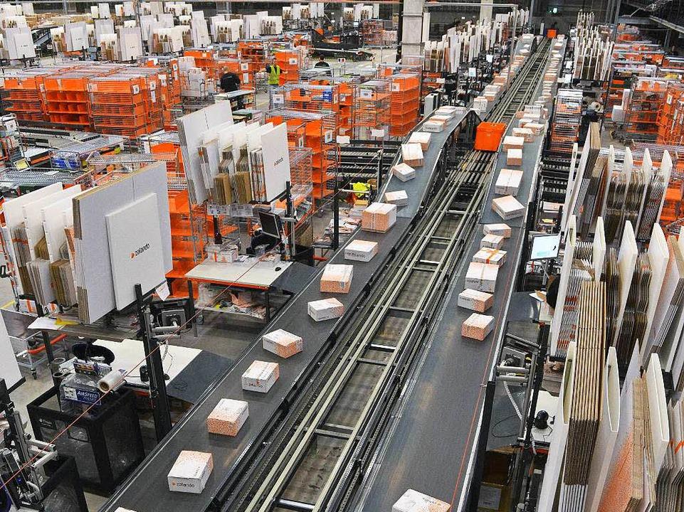 So viele Pakete: Wie hier im Logistikz...könnte es bald auch in Lahr aussehen.   | Foto: dpa