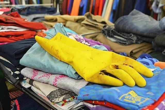 Staufener Tafel: Schwemme an Kleiderspenden – Vieles unbrauchbar