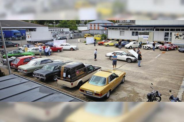Schöne alte Fahrzeuge auf dem Areal der Halle 9
