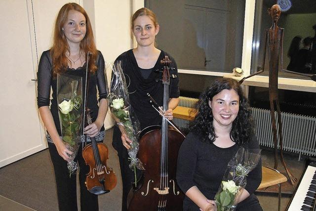 Studentinnen der Musikhochschule Luzern spielen Trios im Rehmann-M;suem in Laufenburg/Schweiz