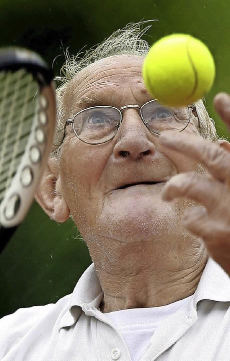 Auch im Alter sportlich aktiv bleiben – das beugt Demenz vor.     Foto: dpa