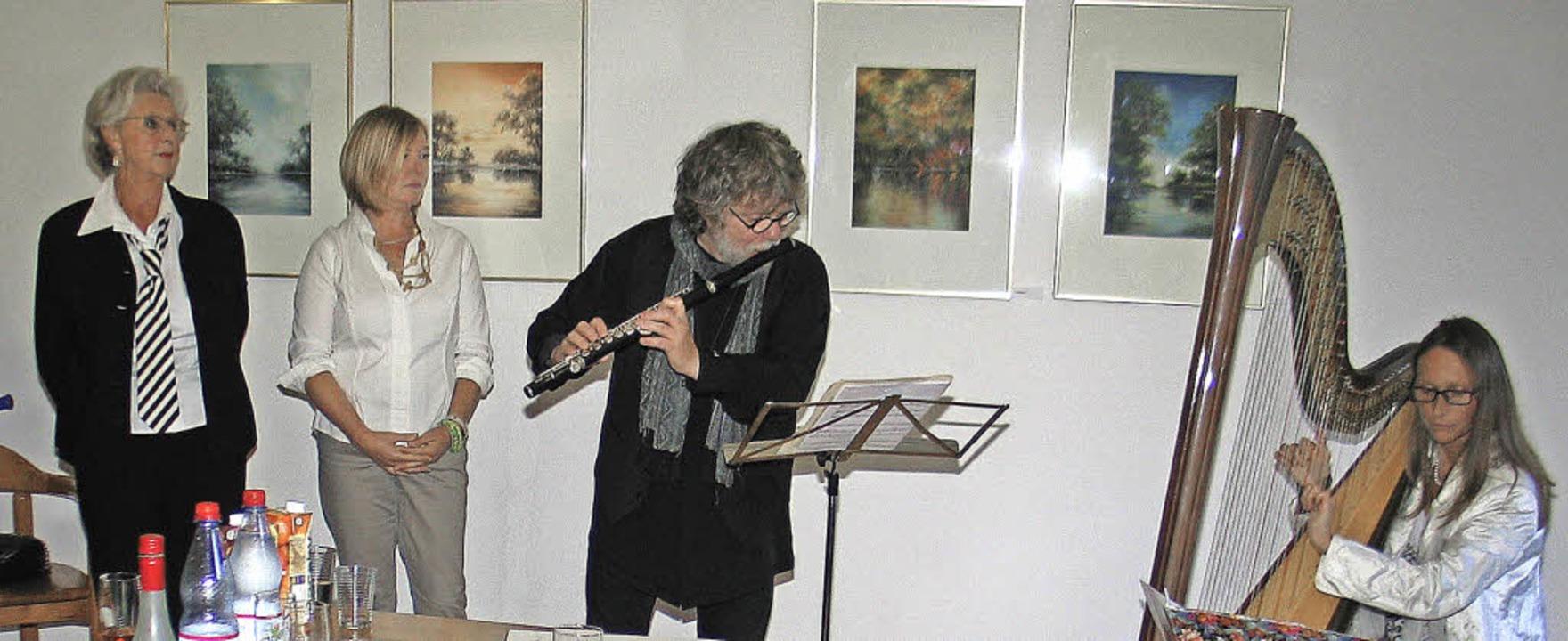 "Vernissage in den ""Kunstwelten i...ine vom ""Duo Fasciculus"".   | Foto: Helmut Hassler"