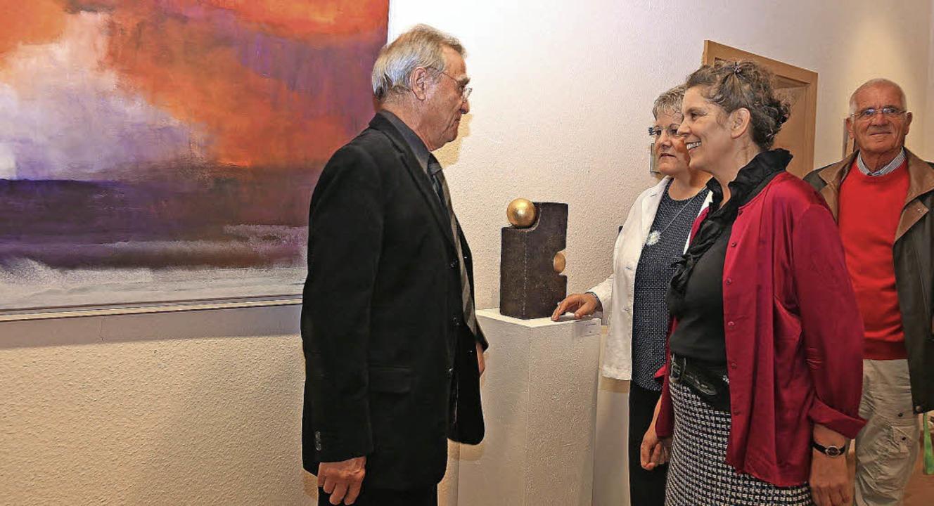 Hans Schmidt (links) und Andrea Dürr (...lung im Ettenheimer Rathaus eröffnete.  | Foto: Sandra DEcoux-Kone