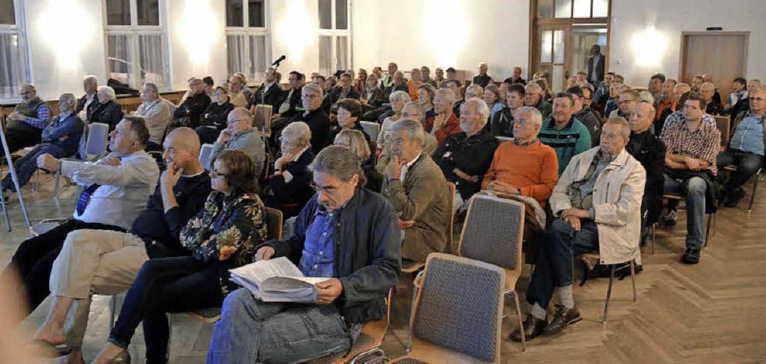 Kaum ein Platz mehr frei: Mehr als 100...n zu der Veranstaltung im Thomasheim.     Foto: S. Wolfrum