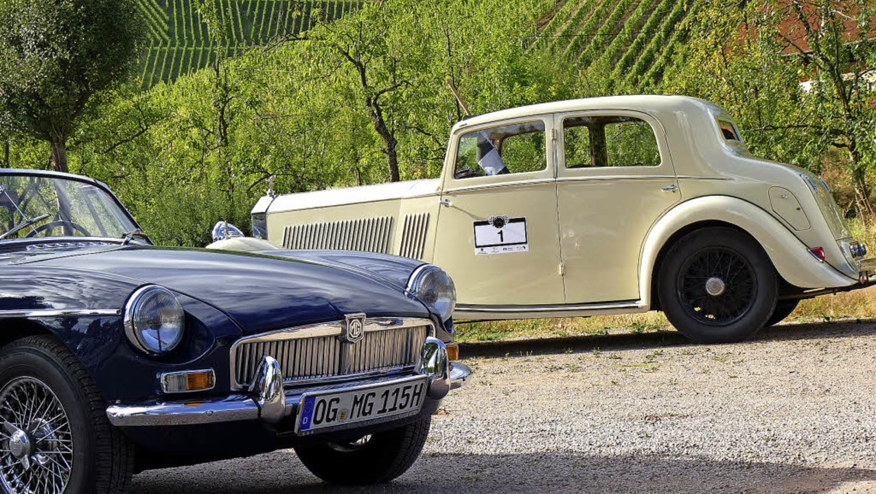 Ein  Rolls Royce 20/25 Special Touring...ankiert von einem  MG Company von 1969  | Foto: Cornelia Weizenecker
