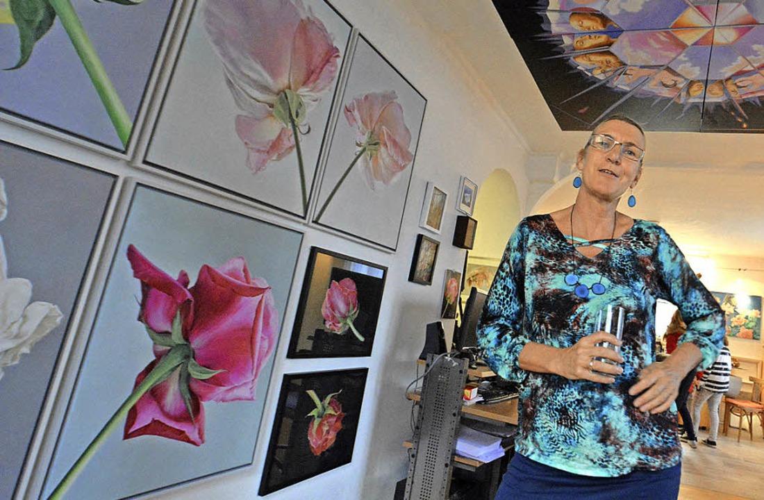 In Marga Golz' Atelier erblühten zahlreiche Rosen.     Foto: Barbara Ruda