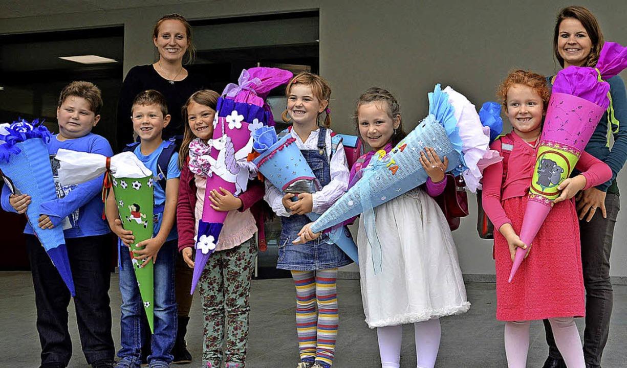 Sechs Erstklässler wurden an der Angen...ra Groß, rechts Jessica Fetscher-Dede.  | Foto: Rümmele