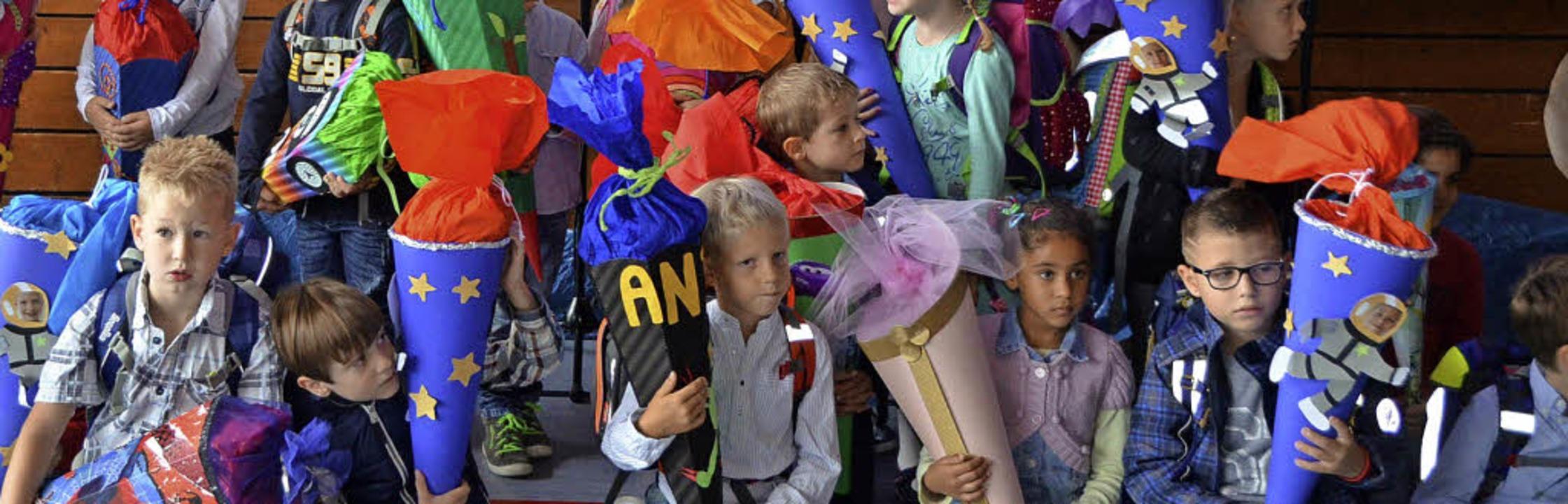 Farbenfroh ging es zu bei der Einschulung der Erstklässler in Schallstadt.    Foto: Marco Felber/Andrea Gallien
