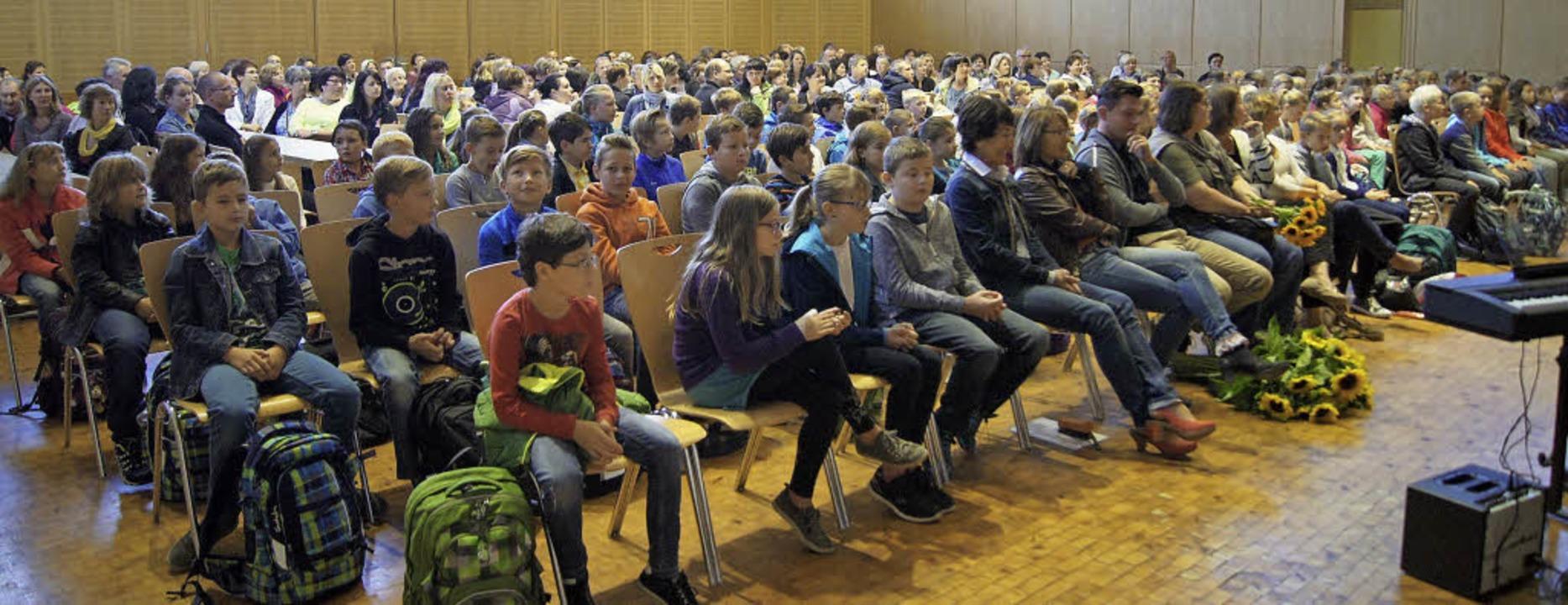 Die Verbundschule hieß die vielen Fünftklässler willkommen.  | Foto: schule