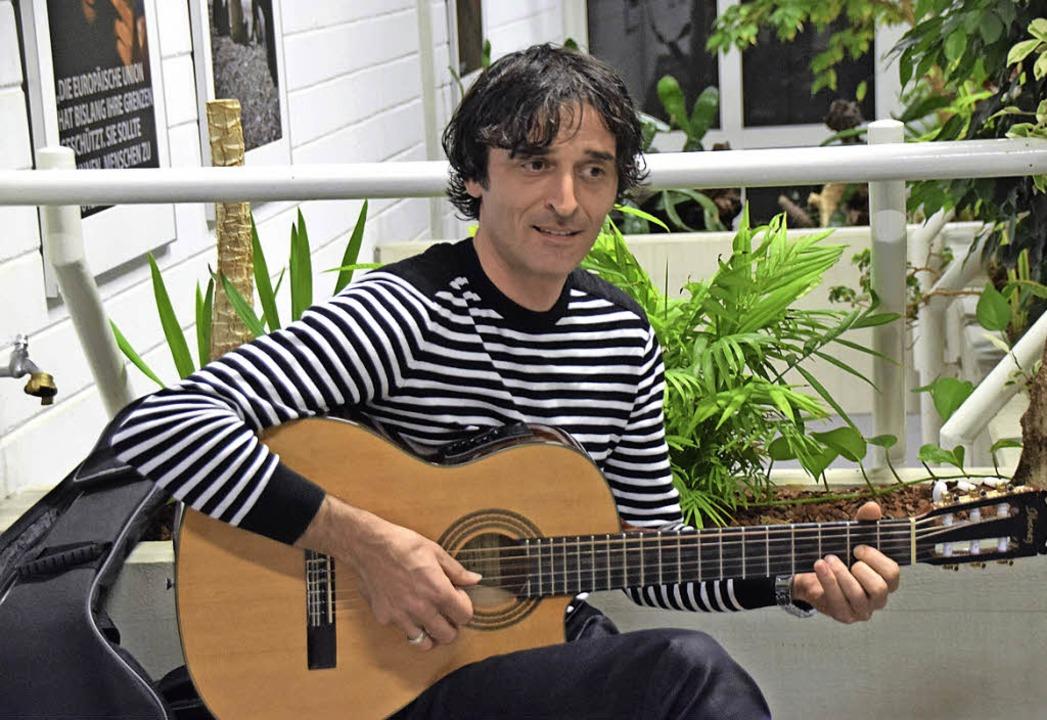 Tchabouka Beraia, georgischer Arzt, so...sragende musikalische Zwischenspiele.   | Foto: Sarah Nöltner