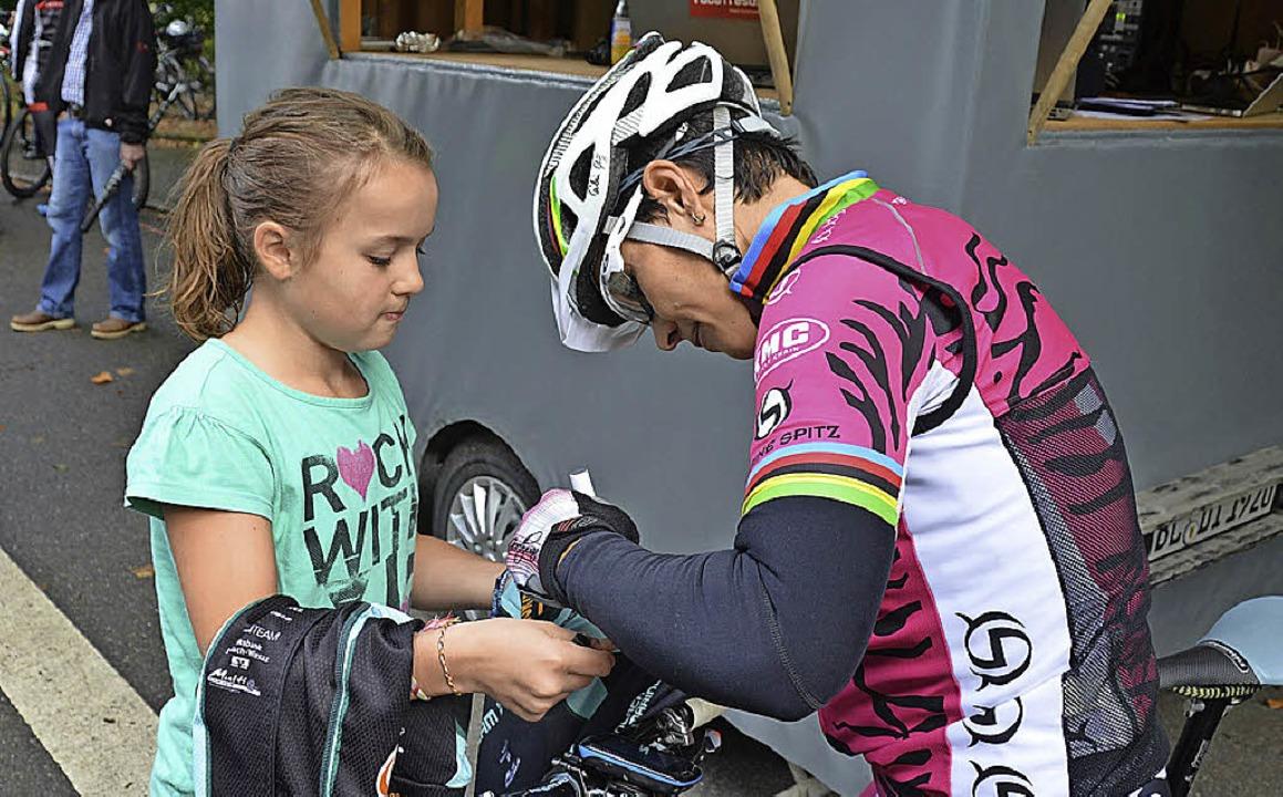 Olympiasiegerin Sabine Spitz signiert ... Generation Race Fünfte geworden ist.   | Foto: D. Soboll