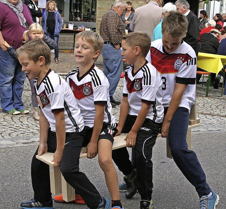 Die Minigruppe der Fußballnationalmannschaft einmal nicht beim Kicken.    Foto: schütz