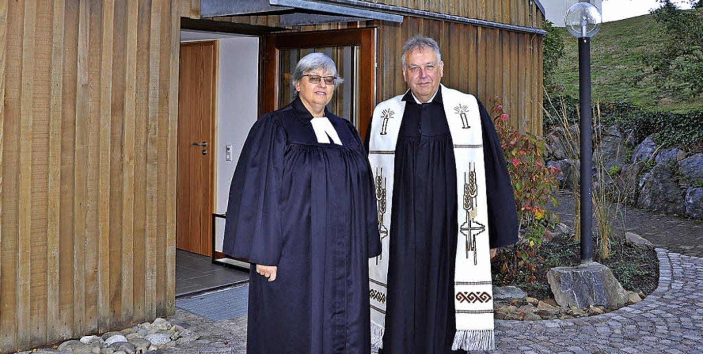 Dekanin Christiane Vogel und Pfarrer W...sdienst am Sonntag neu geweiht wurde.     Foto: Kirsten Lux