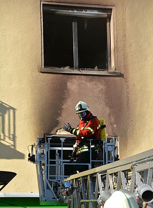 Brandspuren an der Hausfassade  | Foto: Hannes Lauber