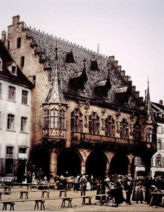 Das Kaufhaus am Münsterplatz nach der ...wie die heutige Ansicht des Gebäudes.     Foto: Augustinermuseum – Denkmälerarchiv/ Thomas Kunz