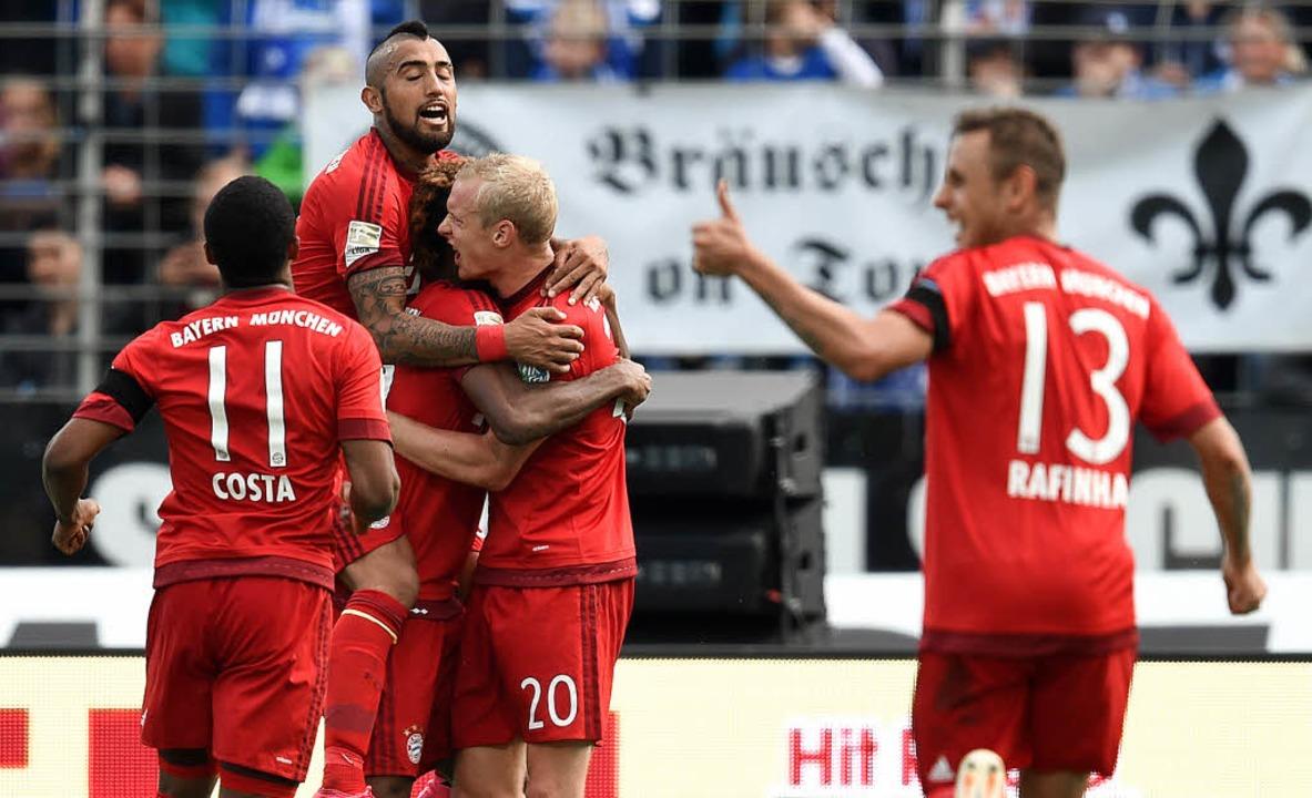 Der Bayern liebste Übung: Beim 3:0 in ...r seinen Treffer zum Endstand geherzt.  | Foto: dpa