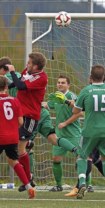 Turbulenzen vor dem Gündelwanger Tor: Bonndorf II gewann die Partie mit 1:0.  | Foto: scheu