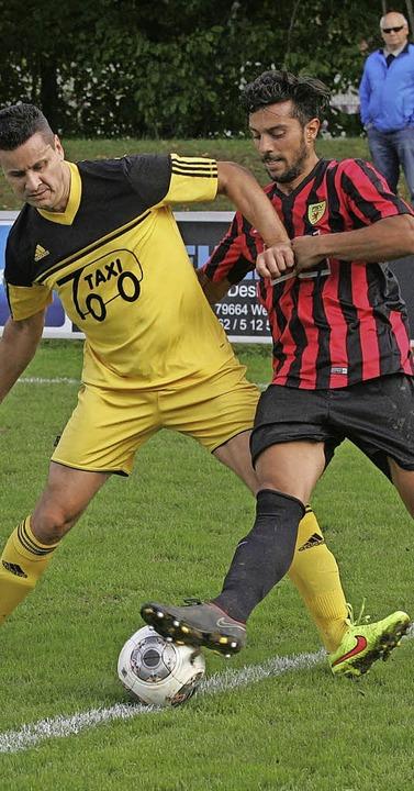 Marco Schneider (FVH, links) gegen Angelo Di Palma   | Foto: Neubert