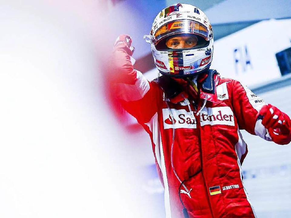 Sieger Sebastian Vettel hebt ab...    Foto: dpa