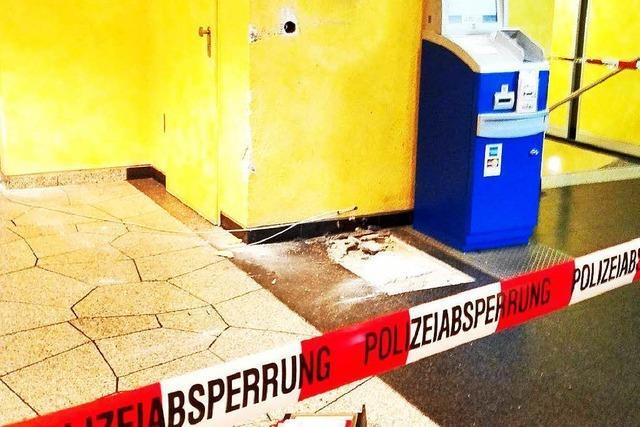 A5: Unbekannte reißen Geldautomaten aus Verankerung und stehlen ihn