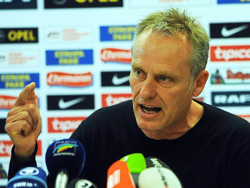 Christian Streich bei der Pressekonferenz vor dem Bielefeld-Spiel.  | Foto: Meinrad Schön