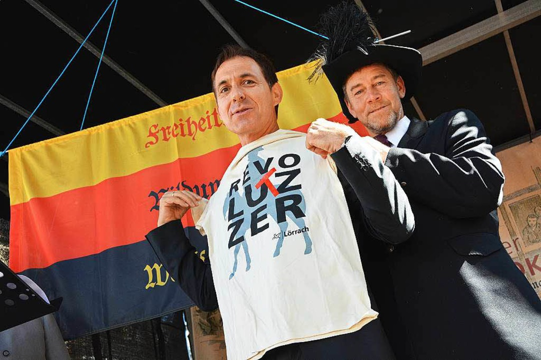 "Gustav Struve alias Andreas Glattacker...utz ein ""RevoLUTZer""-Shirt  | Foto: Barbara Ruda"