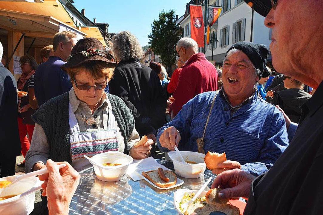 Erika und Hans Brogle bei der Revolutionssuppe  | Foto: Barbara Ruda