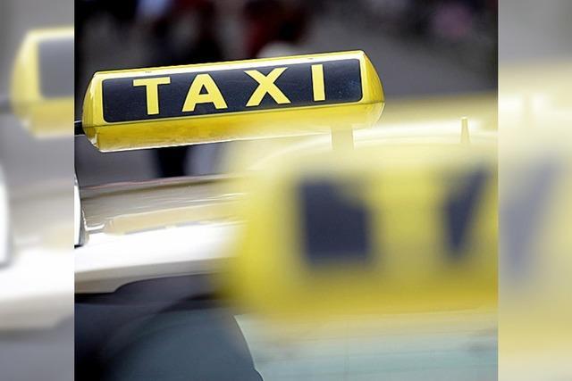 Betrunken einen Taxifahrer mit einer Schreckschusspistole bedroht