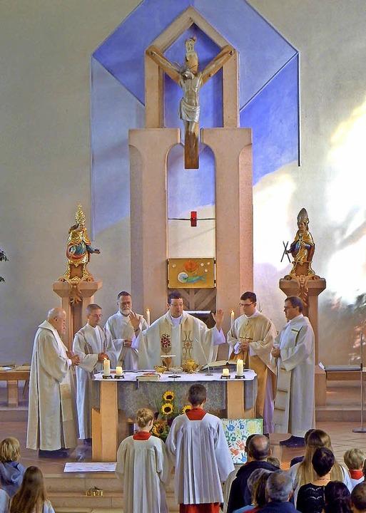 Festlicher Gottesdienst mit neuem Pfar...von der  Kinderkirche begrüßt wurden.   | Foto: Hans Baulig/Karin Wortelkamp