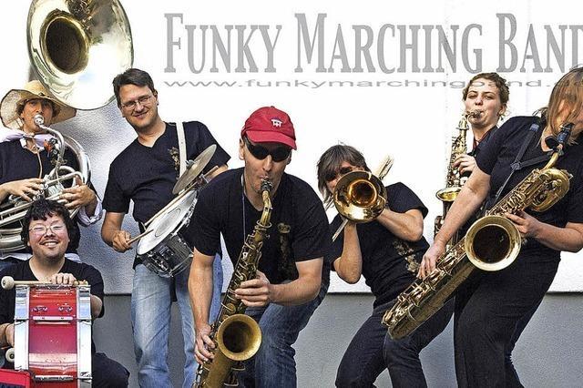 Die Funky Marching Band in der Käppele-Scheune