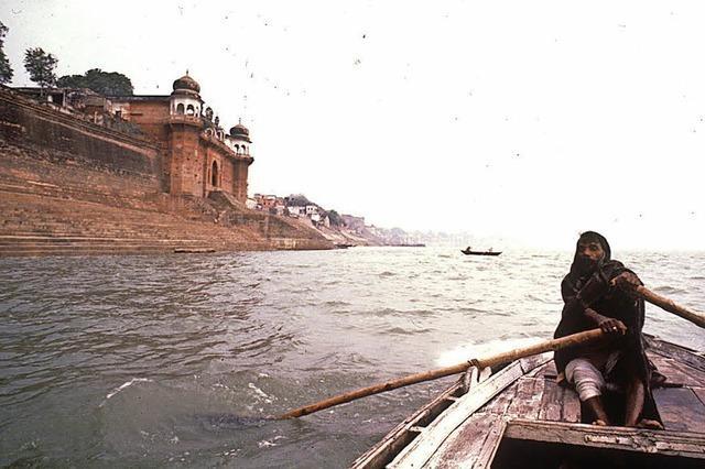 Im Museum läuft ein Film über Benares in Indien.