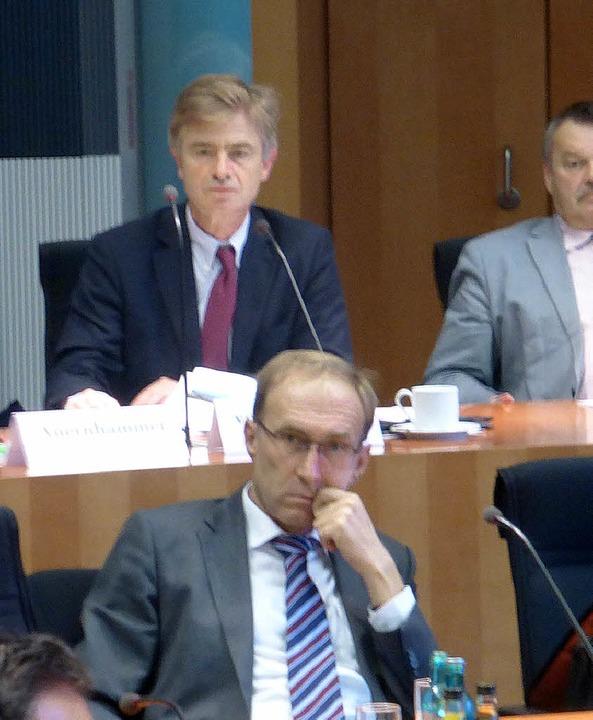Experten im Bundestag: Baubürgermeiste...(vorne) und Abgeordneter von Marschall    Foto: Obert