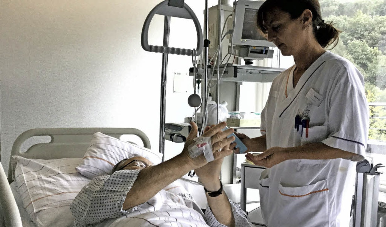 Hygienefachkräfte zeigten im Krankenha... man seine Hände richtig desinfiziert.  | Foto: ZVg