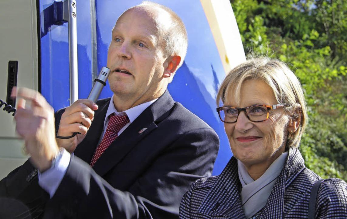 Ein wichtiger Tag in Rüdiger Ahlers&#8...d mit Landrätin Dorothea Störr-Ritter.  | Foto: A. Huber