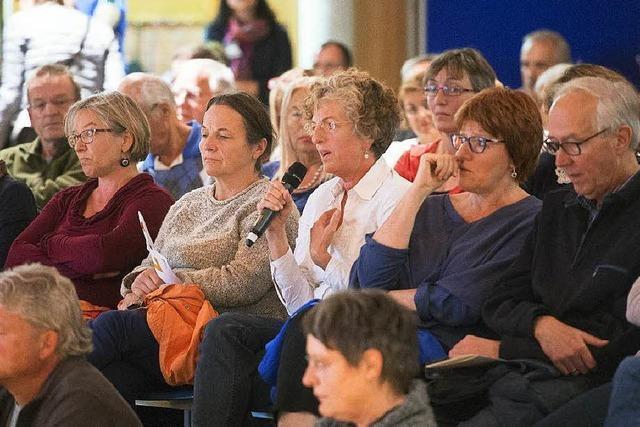 Flüchtlingsdebatte in Müllheim: Hilfsbereitschaft und Skepsis