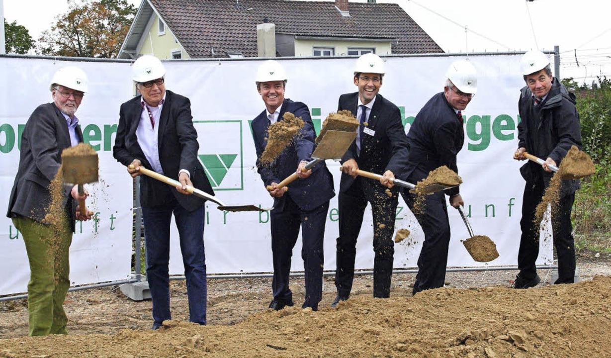 Beim Spatenstich (von links): Bauherr ...Stephan Schieting vom ZfP Emmendingen.  | Foto: Faller