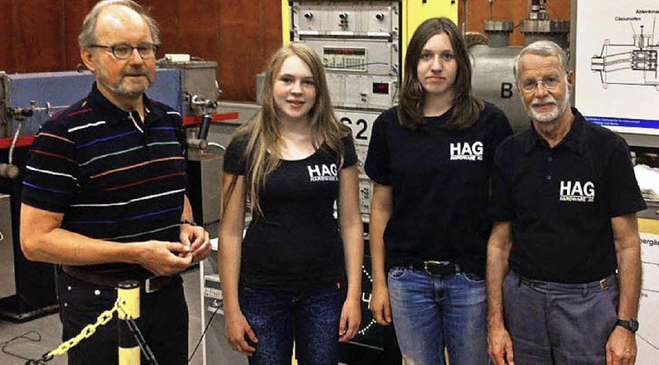 HAG-Besuch der Atomuhr mit (von links)...mermann und HAG-Leiter Winfried Sturm.  | Foto: privat