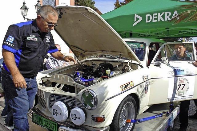 Ein Defilee alter Autos