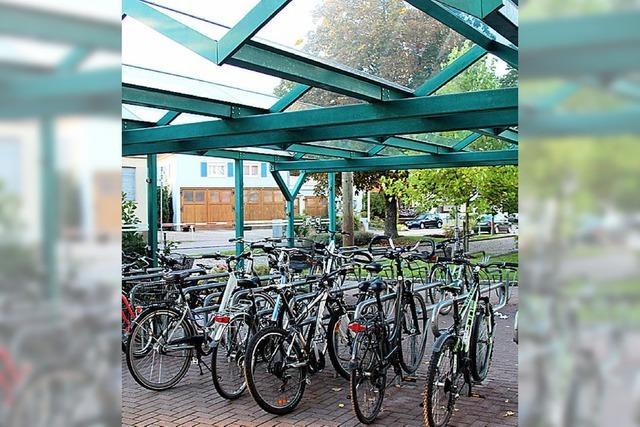 Mehr Platz für Fahrräder am Bahnhof