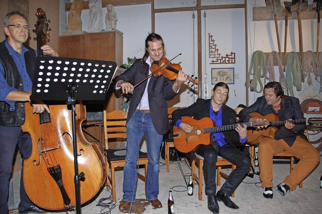 Das Kirchmeyer-Ensemble (v.l.n.r.)  St...er   Steinwerkstatt Jakob Gundelfingen  | Foto: Andrea Steinhart